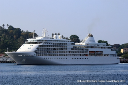 Kapal Pesiar Silver Whisper bermanuver di Teluk Sabang